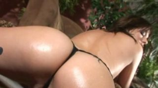 Big breasted brunette hoe Missy Monroe oiling her hot body